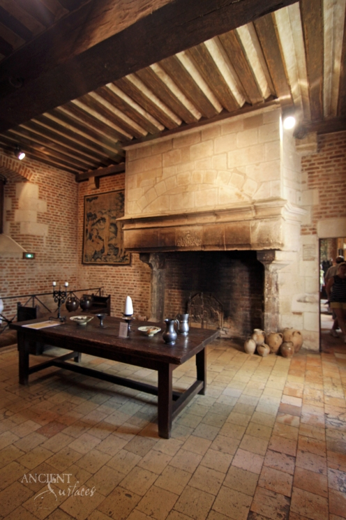 clos_luce_castle_-_kitchen