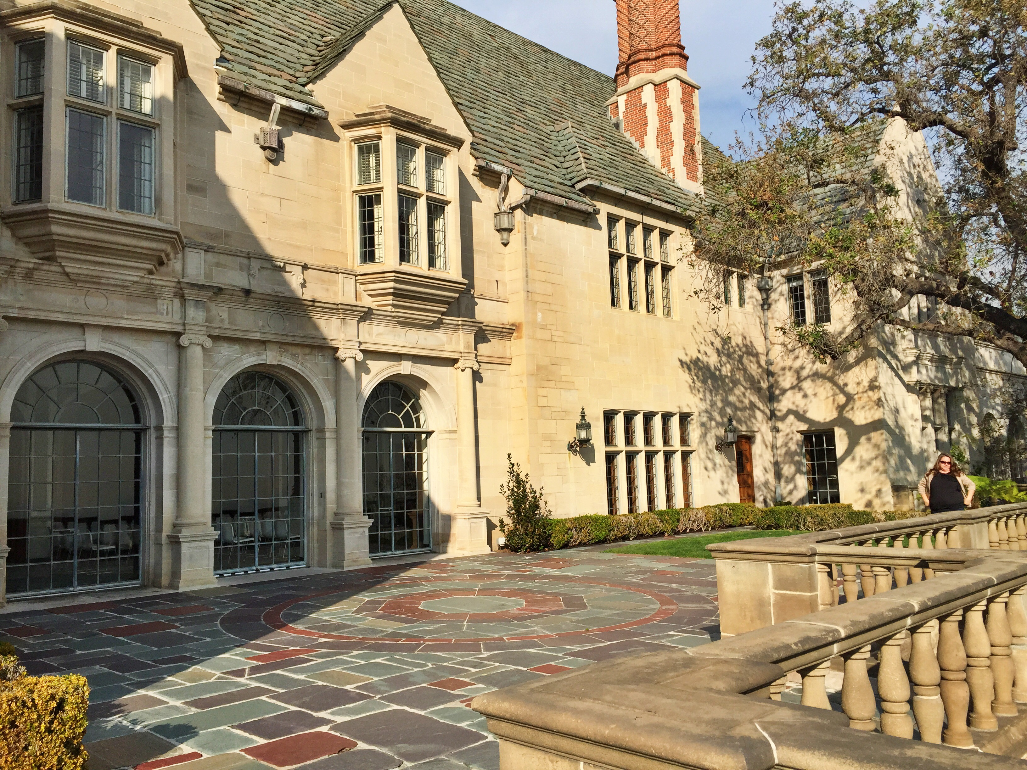 Hollywood gilded era mansions a story in american for The greystone