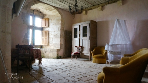 french-provencal-living-room-limestone-wall-cladding-flooring